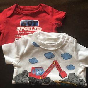 Lot 2 onesies size 0-3 mo